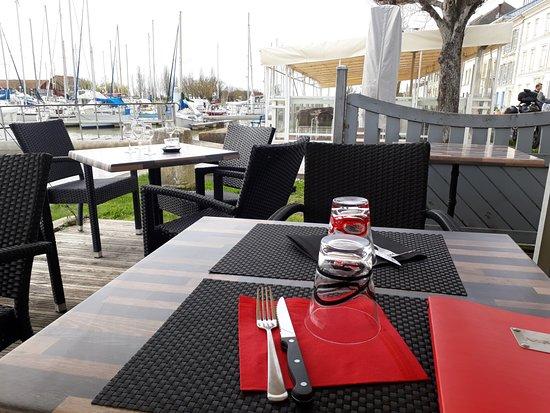Mortagne-sur-Gironde, Γαλλία: tables en terasse