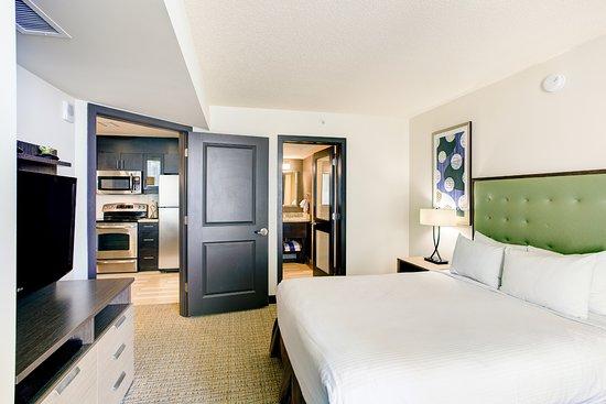 Ocean view suite bedroom - Picture of Oceanaire Resort Hotel ...