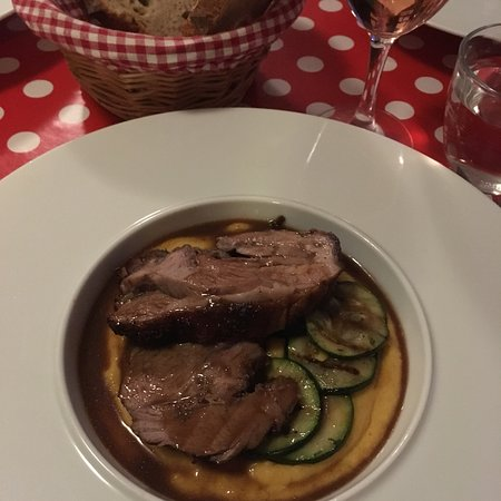 Lacapelle-Biron, Frankrike: Delicious lamb and the best pudding I've ever had plus a cheeky cognac with coffee at Le Palissy