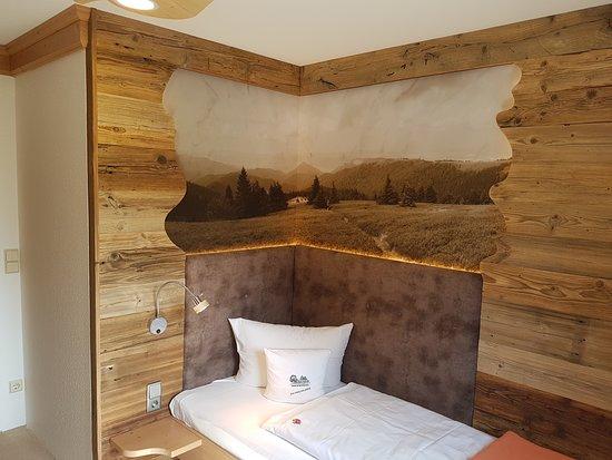 Grunhain-Beierfeld, Tyskland: Einzelzimmer mit indirekt beleuchteter Rückwand