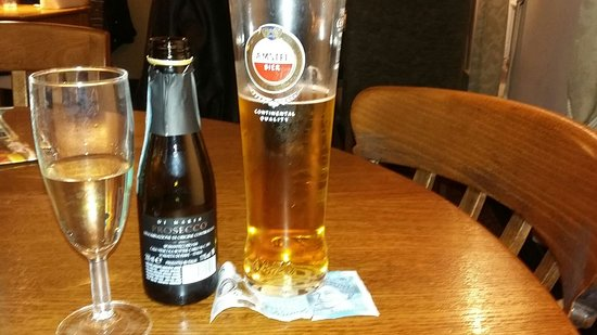 Skellingthorpe, UK: The Woodcocks pre-dinner drinks