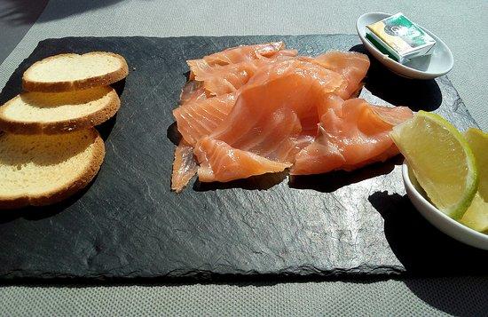 La Verrière : saumon fumé et accompagnement