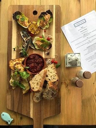 Barefoot At The Beach: Fish sharing board