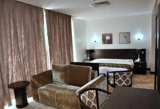 Interior - Picture of Golden Tulip Oniru Suites, Lagos - Tripadvisor