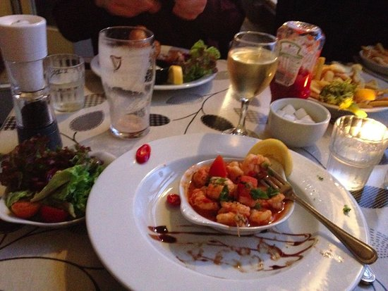 Leenane Hotel: prawns with chili and garlic - absolutely delicious