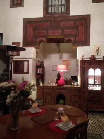Dar Melody: Living room