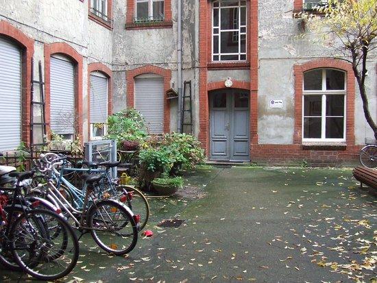Eastside Pension: Inner court yard