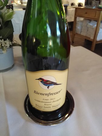 Rebstock Restaurant: Bee-eaters like to sit together and enjoy the company like us with delicious food and good wine.