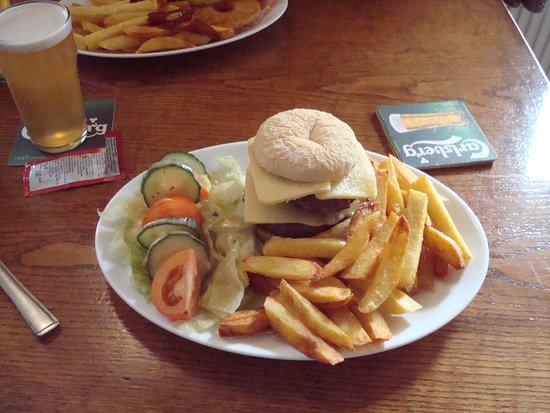 Sour Nook Inn: Delicious Burger & a local  Beer :o)
