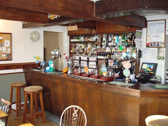 Sour Nook Inn: Well serviced bar.