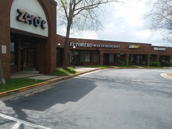 El Torero Mexican Restaurant: View from outside