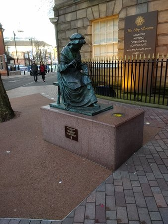 ‪The Leicester Seamstress Statue‬