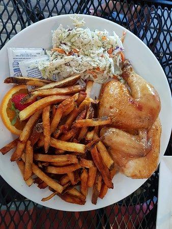 Dunnottar, كندا: BBQ half chicken plate