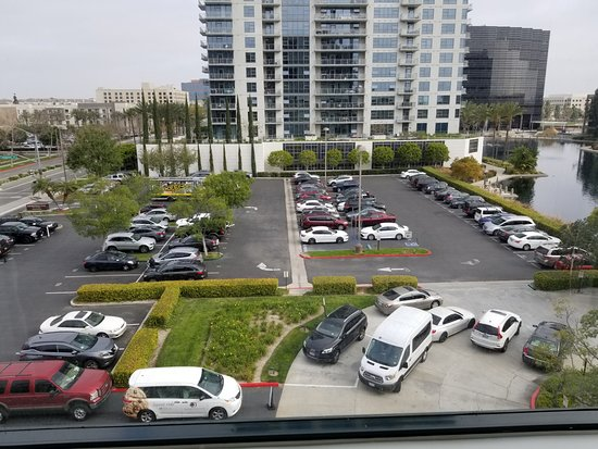 DoubleTree Club by Hilton Orange County Airport: Parking Lot (Valet and Self)