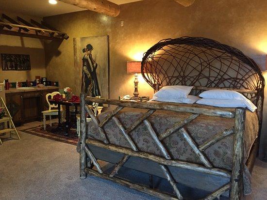 Adobe Grand Villas: King bed and fridge/snack area.