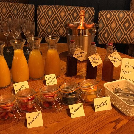 Greasby, UK: Pimp your prosecco bar at bottomless prosecco brunch