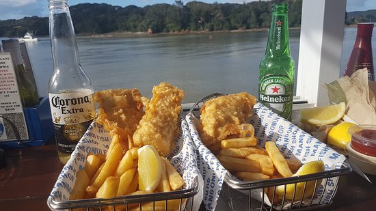 Mangonui, Nueva Zelanda: Yummy fish and chips with a great view