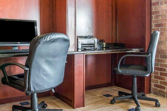 Quality Inn Marshall (formerly, Comfort Inn): Business center