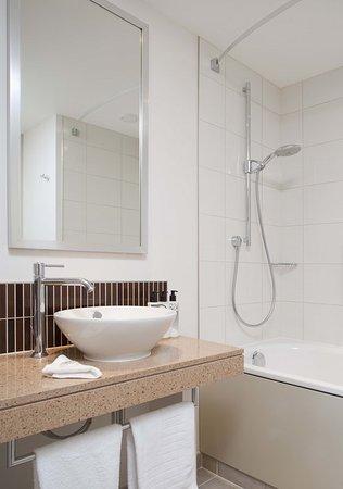 Staybridge Suites London-Stratford City: Guest room amenity