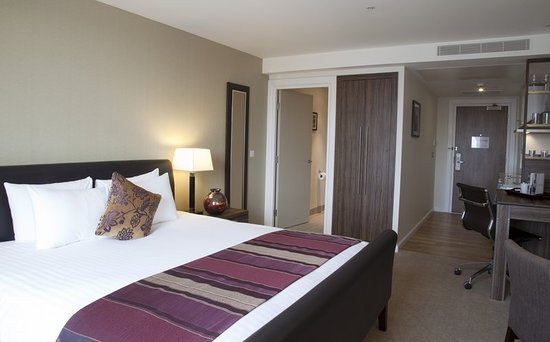 Staybridge Suites London-Stratford City: Guest room
