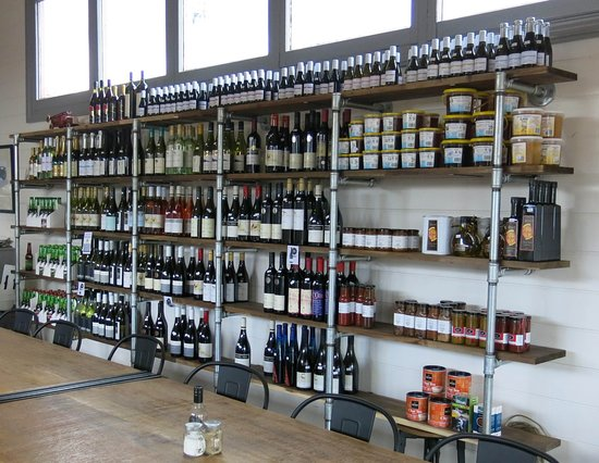 Stratford, Avustralya: Good selection of local wines, and preserves