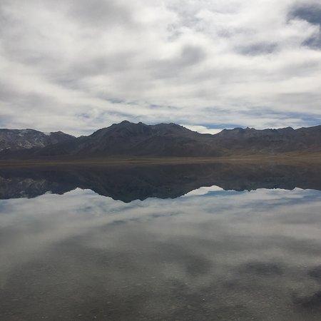San Carlos, الأرجنتين: El viaje hasta la Laguna del diamante increíble. A medida que uno avanza, el paisaje se hace cad