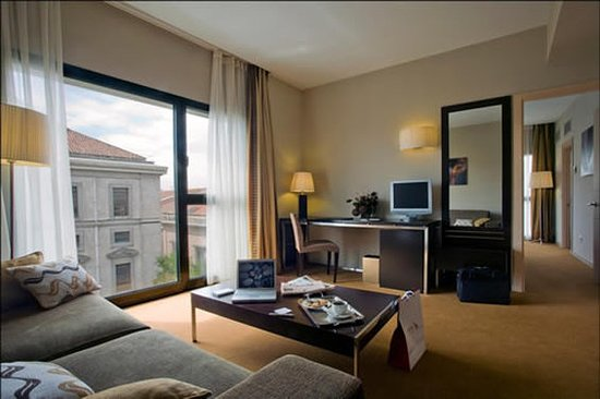 Hotel Paseo del Arte: Guest room