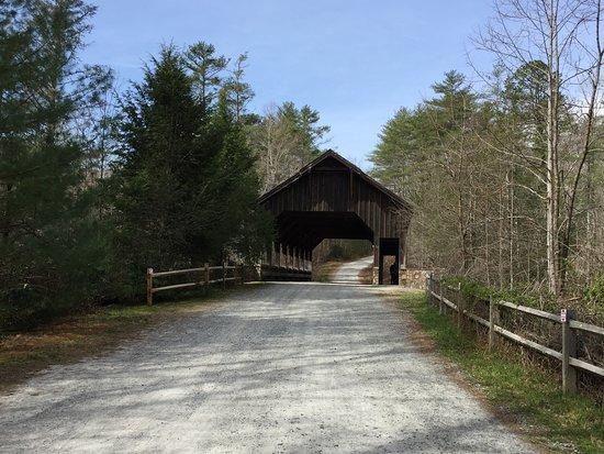 Cedar Mountain, NC: Covered bridge