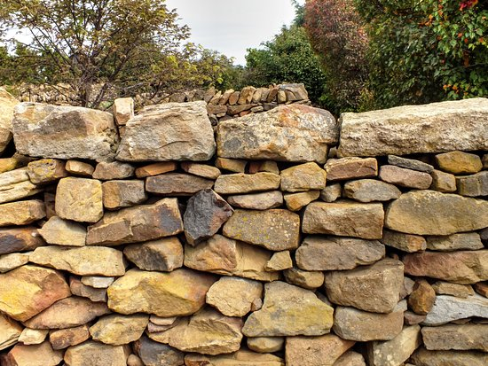 Oatlands, Australia: Old stone walls are all around the mill area. Beautifully constructed.