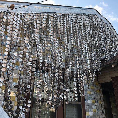 Beer Can House: photo3.jpg