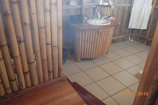 Manihi, Polinesia francese: Bien de l'espace , vaste et très propre