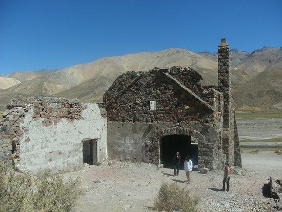 El Sosneado, Argentyna: ruinas del hotel