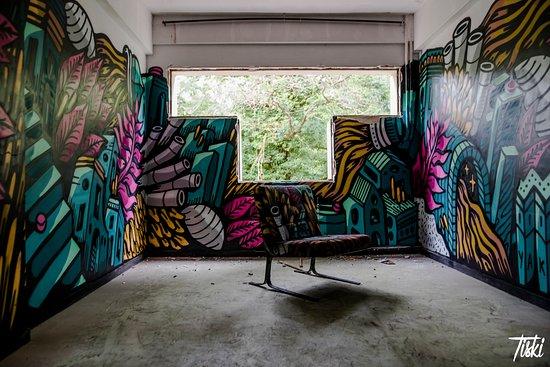 Pressigny les Pins, فرنسا: LaBel Valette - Visites guidées Street art - Urban Art Paris - Crédit photo : Tiski