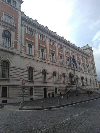 Palazzo montecitorio picture of palazzo montecitorio for Palazzo della camera dei deputati