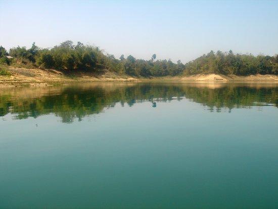 Rangamati, Bangladesch: A long shot view of Kaptai Lake from boat