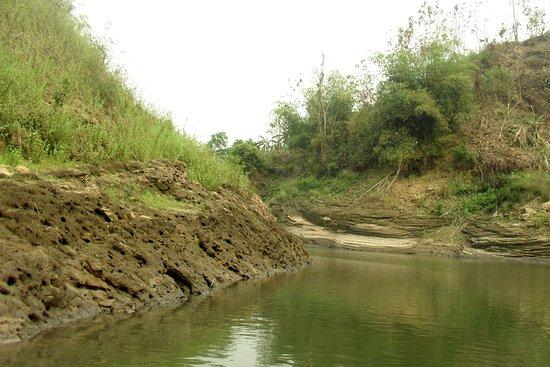 Rangamati, Bangladesch: The stone wall of the lake bank.