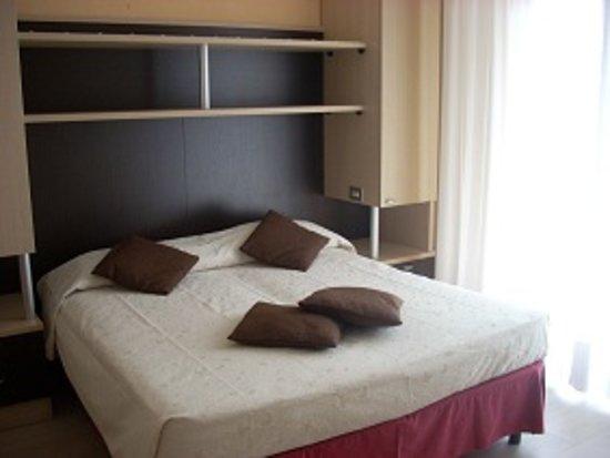 Hotel roma pensione torbole italia prezzi 2018 e for Hotel economici roma centro