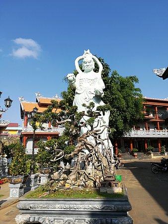 Dak Lak Province, Vietnam: буддистский храм