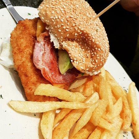 Benoni, جنوب أفريقيا: Bacon & Avo Chicken Burger