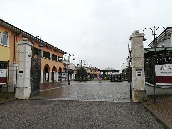Interno tra i tanti deliziosi locali dell\'OUTLET di Mantova - Foto ...