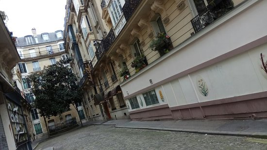 Hotel Andre Gill: Passejant