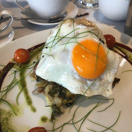 Polzeath, UK: Breakfast 10-11:30