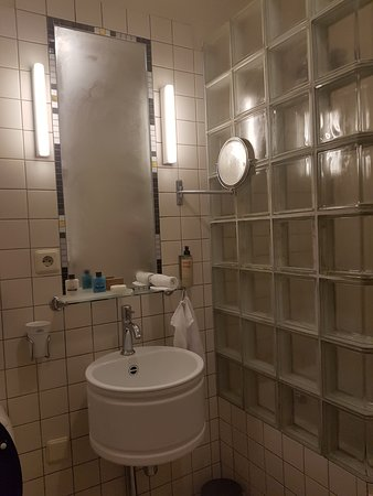 Hotel New York: bathroom standart room