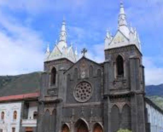 Church of the Virgin of the Holy Water (Nuestra Señora del Agua Santa): Fachada de la iglesia