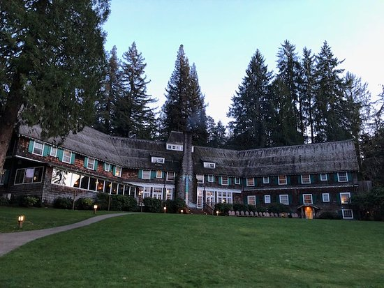 Quinault, WA: The lodge.
