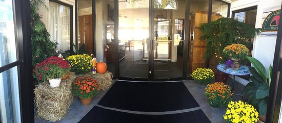 Bristol, RI: Fall Entrance