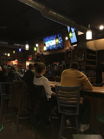 Fairmount, IN: Grains and Grill Bar
