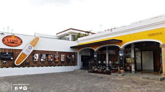 Sayula, México: Nuestra sucursal Ocampo con la replica del envase mas grande del mundo