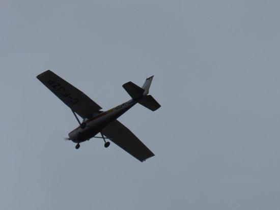 Ottawa, Kanada: A test pilot loes the scene