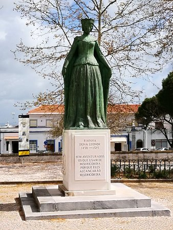 Estatua da Rainha Dona Leonor
